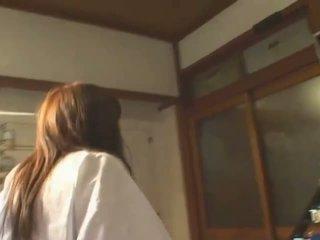 Krūtainas aziāti hitomi tanaka uz publisks bath