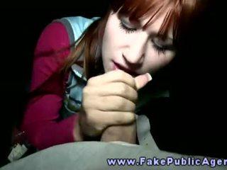 Fake julkinen agent promisses an amatööri tyttö että hän tahtoa kumulat päällä hänen kasvot