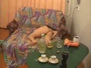 Guys ir demasiado lejos con borracha facultad chica vídeo