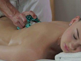 Masseur licks і fucks гаряча брюнетка на масаж