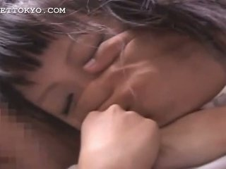Warga asia dicukur remaja basah faraj finger teased dalam