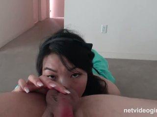 bruneta, fajčenie, ass lízanie