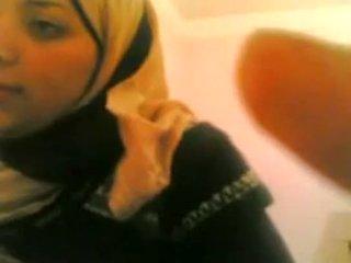 Arab বালিকা gets হার্ডকোর দ্বারা সাদা guy বাস করা @ www.slutcamz.xyz