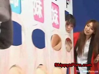 Tată licks lui fiică în gameshow