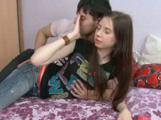 이 18yo 소녀 having 정액 에 그녀의 hole