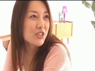 Mai uzukibusty asiatisch schnecke gets nippel licked und küssen