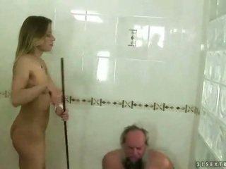 Thiếu niên punishing ông nội