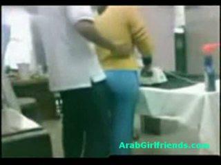 Guy fucks закръглени египетски приятелка на аматьори шпионин камера