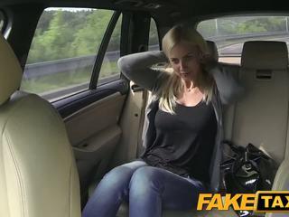 Fake taxi বিশাল পাছা এবং মহান curvy শরীর sucks বাইকের আসন