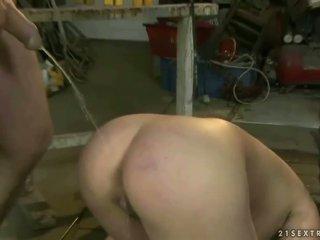 Más viejo guy humiliating y follando un slavegirl