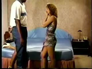 Threesome: Free MILF & Vintage Porn Video