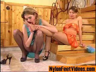 Ninette ו - alice ארוטי גרביוני נשים רגליים סצנה