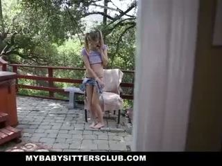 Mybabysittersclub - дребен бебе sitter заловени мастурбиране