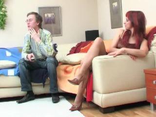 Nerd seduced με redheaded μητέρα που θα ήθελα να γαμήσω