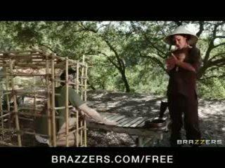 स्टन्निंग एशियन ब्रुनेट london keyes teases उसकी prisoner
