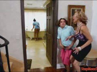 חם עוזרת בית abby lee brazil שלישיה עם ענק ציצים אמא חורגת
