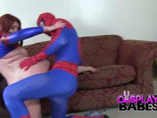 Kostüümides mängud babes spiderman likes suur tiss