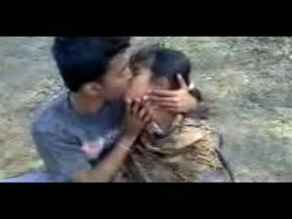 India couples ngambung outdoors