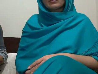 เซ็กซี่ อินเดีย aunty ด้วย lover possing เธอ หน้าอก & p