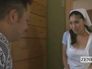 Subtitled tan e tettona giapponese cameriera becomes un nudista
