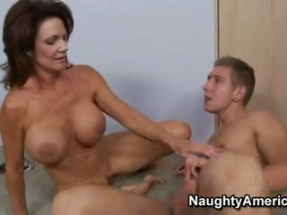 Hawt momma deauxma fills لها أقرن فم مع an خيالي thick meatpole
