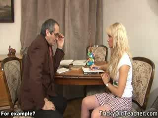 Мила блонди трахкав brutally по її збочений вчитель.