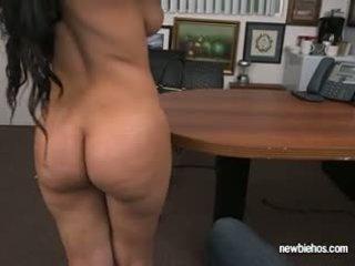 Pakaļa ada sucks dzimumloceklis no viņai boyfriend uz viņu māja