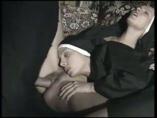 Dos monjas italianas ฉัน la chupan a la vez