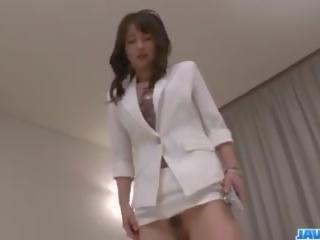 Asiática enfermera ayumi iwasa devours polla entre su manos