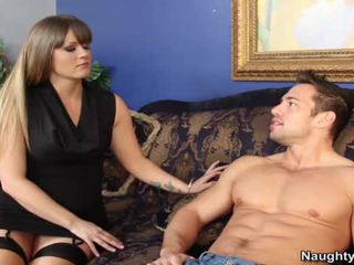 Smut Milf Holly Heart Bounces Her Grea...