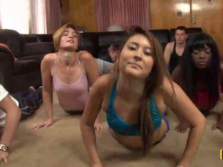 Yoga classe est cancelled comme une daffy xxx fête est taking lieu