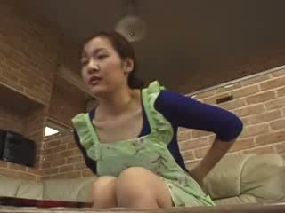 Japanilainen lonely äiti masturbate sisään livingroom video-