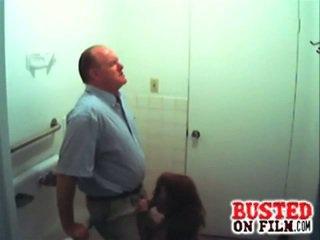 Slutty študent sesanje profesor gets busted