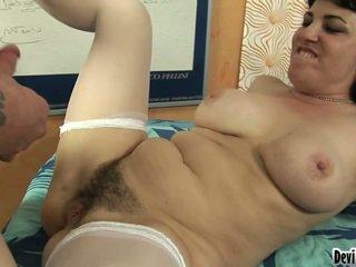 Agradável moms vagina has have laid and cover all over a sleaze boys load!
