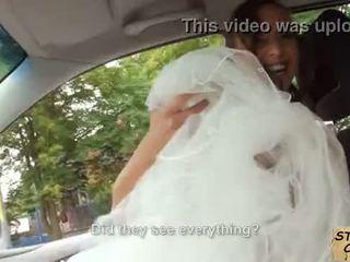 Stranded sposa fucks in matrimonio gown da stranger