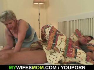 Scandalized dochter finds haar oud mam rijden zijn piemel