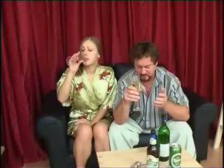 Isä fucks tytär jälkeen juominen olut