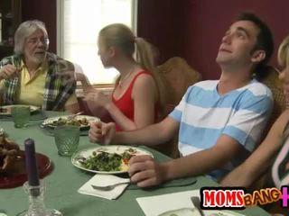 Familie dinner familie sex cu kristal summers