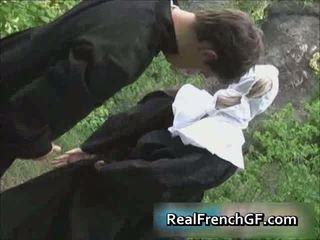 Slutty फ्रेंच नूं गड़बड़ बाहर पोर्नो