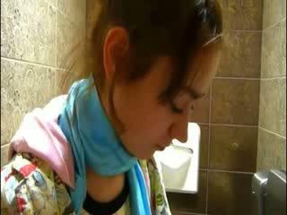Zierlich natasha mieze nackt bei toilette