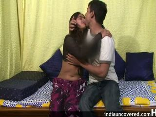アマチュア インディアン ティーン で 彼女の 最初の セックス シーン