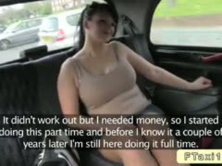 Με πλούσιο στήθος βρετανικό ερασιτεχνικό bangs fake taxi driver σε δημόσιο