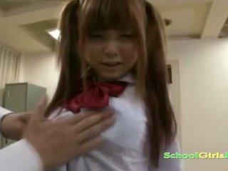 เด็กนักเรียนหญิง getting เธอ หี และ เล็ก นม rubbed ด้วย ควย การดูด guy ใน the classroo
