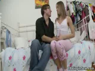 Kristina loses jej virginity podczas dzikie pieprzenie.