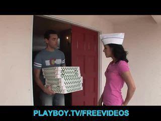 The pizza guy fucks gorące brunetka nastolatka