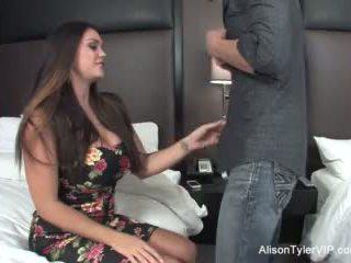Alison tyler fucks لها صديق