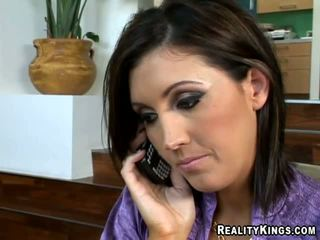 Moi vouloir à voir ma boss baise ma copine