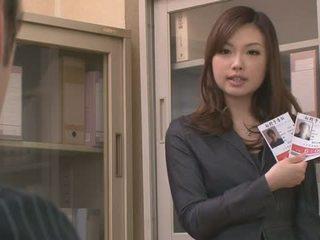 Two guys बकवास और क्रीमपाइ aiko hirose पर the ऑफीस