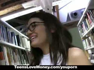 Teenslovemoney - bibliotek nerd fucks til kontanter