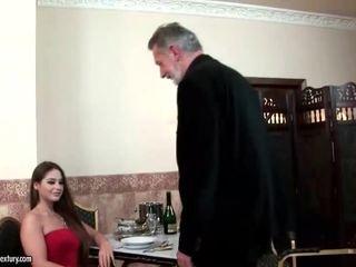 Cathy heaven enjoys seks dengan tua orang